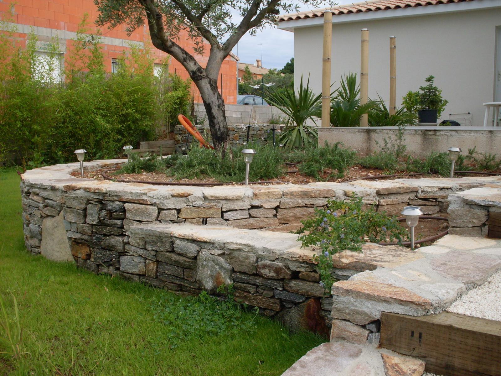 muret en pierre gabion enrochement vert parc cr ateur de jardins paysagiste cr ation de. Black Bedroom Furniture Sets. Home Design Ideas