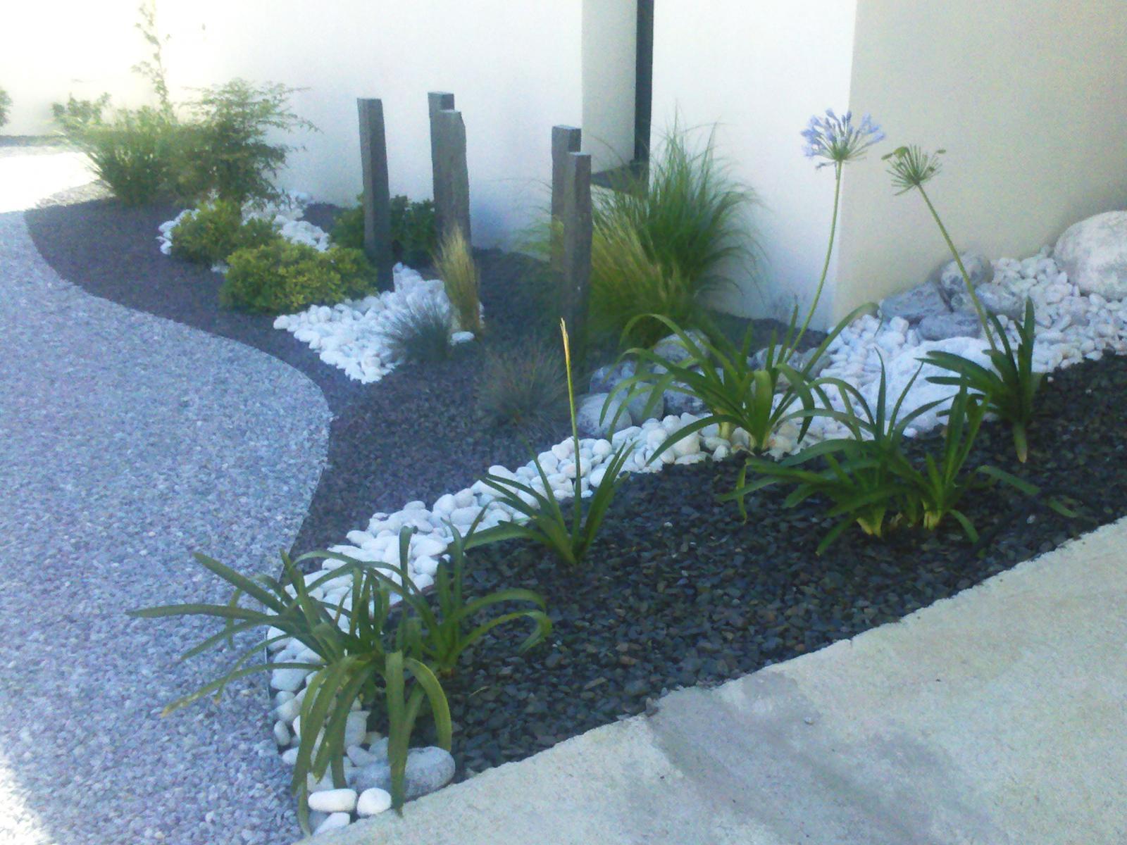 Amenagement Exterieur Jardin Avec Galets paillage / minéraux - vert parc, créateur de jardins
